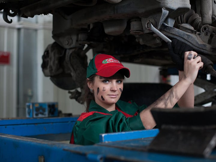 Showing Your Stuff: 9 Tips for Landing Awesome Auto Mechanic Jobs